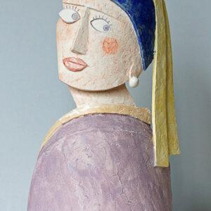 Flicka med pärlörhänge 2015. Stengods 35x19x8 cm.